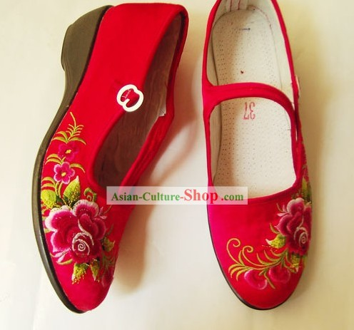 Chinese Traditional Handmade and Embroidered Bride Wedding Shoes