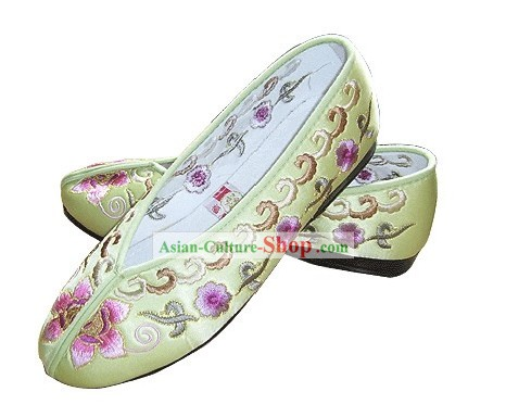Chinese Traditional Handmade Embroidered Princess Satin Shoes (various flower, light yellow)