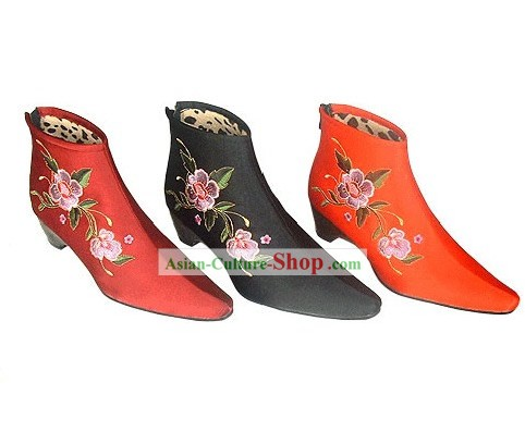 Chinese Traditional Handmade and Embroidered Cuban Heel Cotton Boots