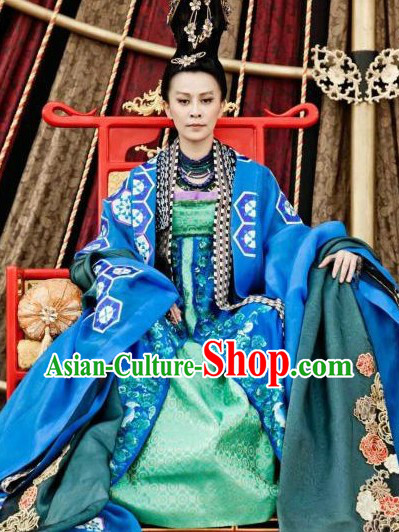 Ancient China Tang Dynasty Female Emperor Wu Zetian Clothing and Hair Accessories for Women