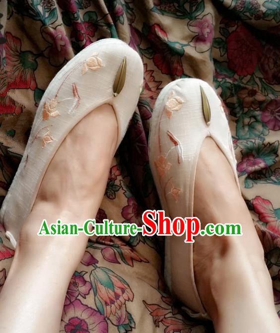 Asian Chinese National Embroidery Beige Shoes, Traditional China Princess Handmade Embroidered Shoes Hanfu Shoe for Women