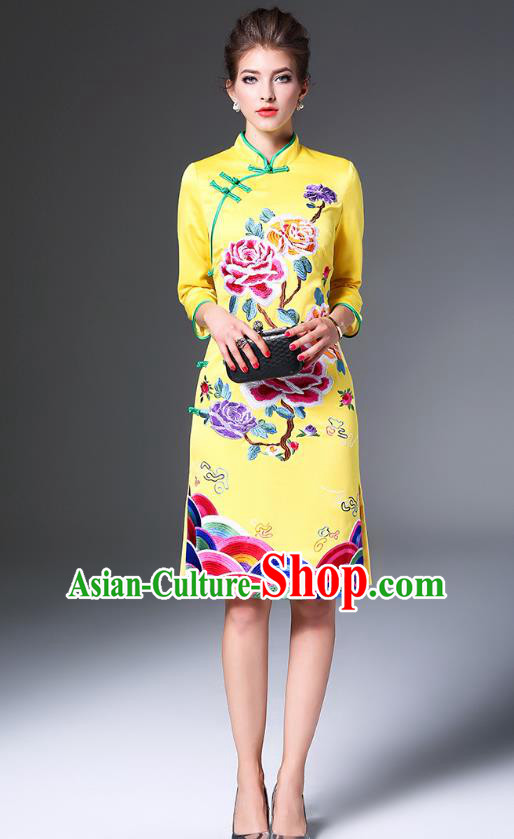 Top Grade Asian Chinese Costumes Classical Embroidery Peony Cheongsam, Traditional China National Embroidered Yellow Chirpaur Dress Qipao for Women