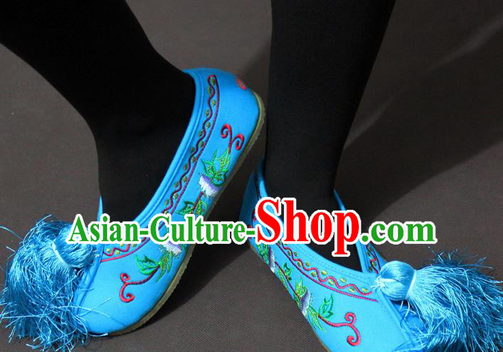 Traditional China Beijing Opera Actress Embroidery Blue Shoes, Chinese Peking Opera Diva Blood Stained Shoes